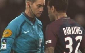 PSG : Daniel Alves adresse un message cinglant à Clément Turpin