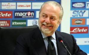 Le président de Naples Aurelio De Laurentiis, tacle Gonzalo Higuain