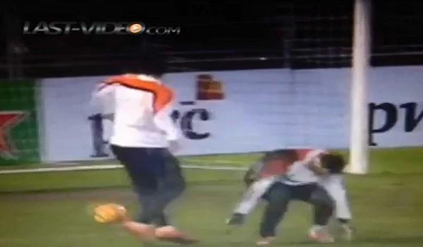 Vidéo : Robin Van Persie humilie un partenaire à l'entrainement