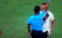 Luis Fabiano prend un carton rouge suite à une simulation de l'arbitre