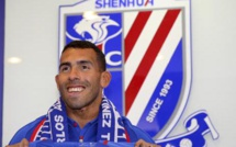 Carlos Tevez tacle la Chinese Super League