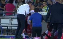 L'entraîneur de Huesca met un coup de tête à un de ses joueurs