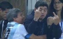 Diego Maradona qui se repoudre le nez