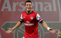 Mercato Arsenal : Mesut Ozil persiste et signe