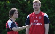Arsenal : Mertesacker et Rosicky prolongent